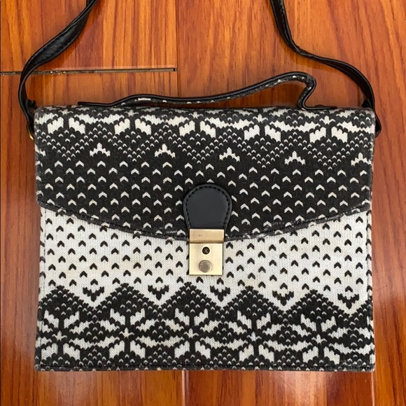 🌿 B&W Flap Bag